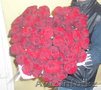 Сердце из 51 красной розы,  высота 70 см.